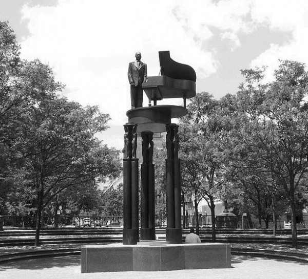 p. 564, Duke Ellington Memorial, Central Park, New York, X, Coll. Christian Bonnet