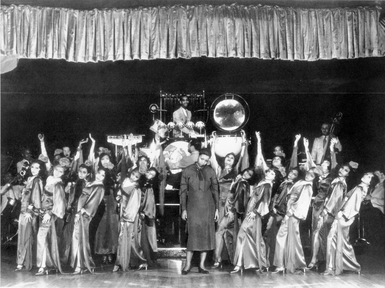 p. 108, Ethel Waters, la troupe de danseuses et  Duke dirigeant son orchestre au Cotton Club, 1933, X, Coll. Philippe Baudoin