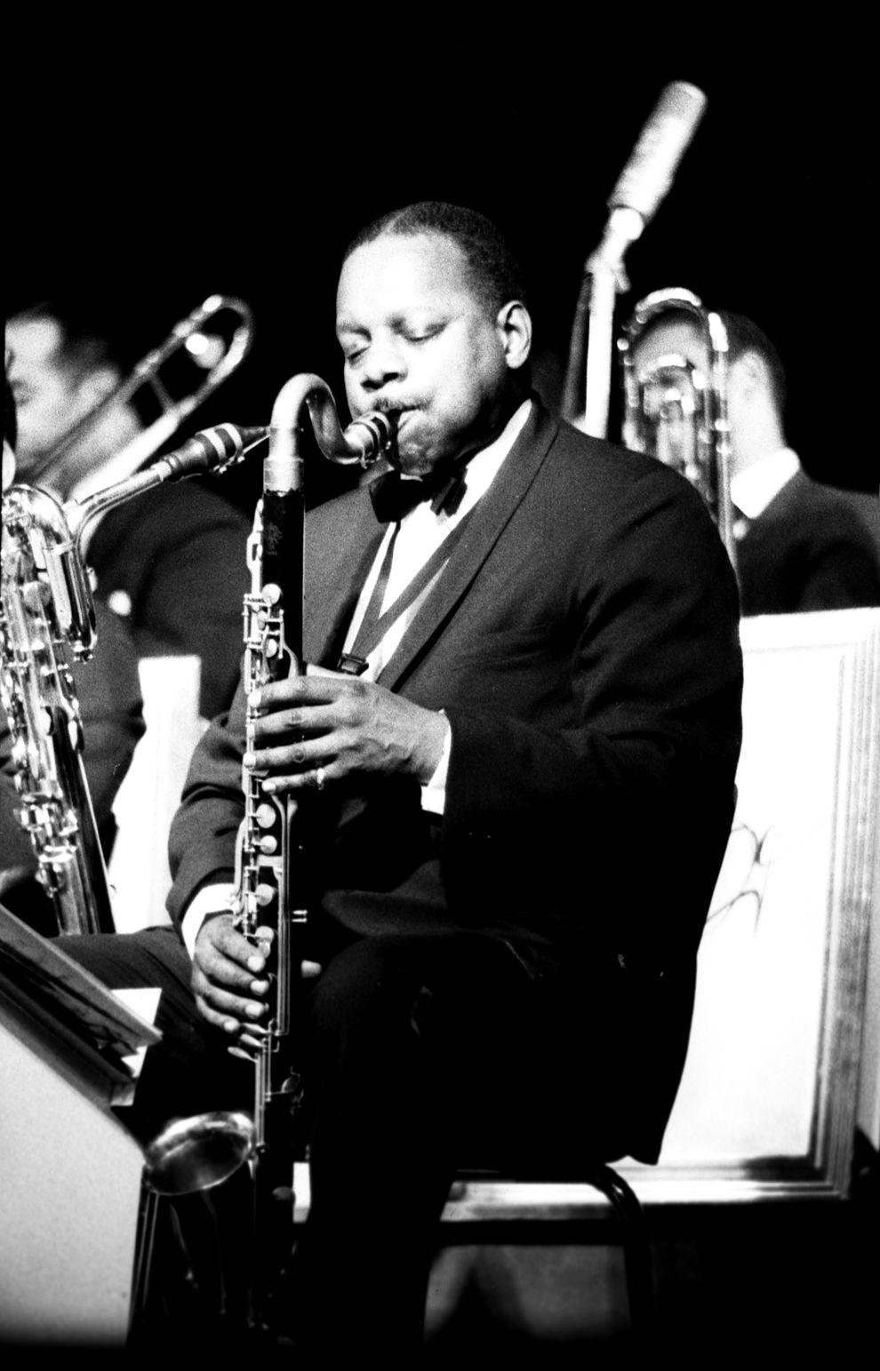 p.135, Harry Carney à la clarinette basse, 1964, Jean-Pierre Tahmazian