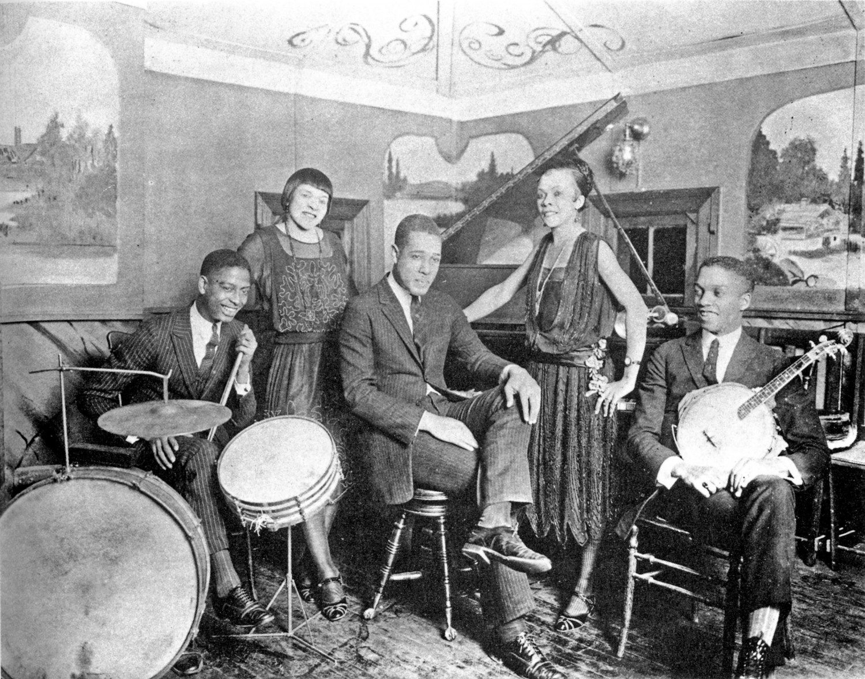 p. 45, Au club de Louis Thomas, avec Sonny Greer (batterie), X, Coll. Philippe Baudoin