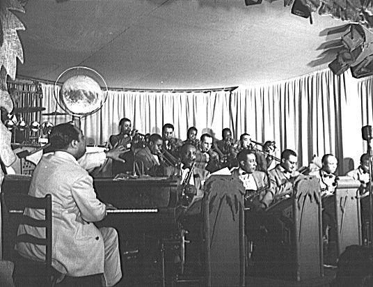 p. 197, L'orchestre sur la scène du Hurricane Ballroom, 1943, X, Coll. Christian Bonnet