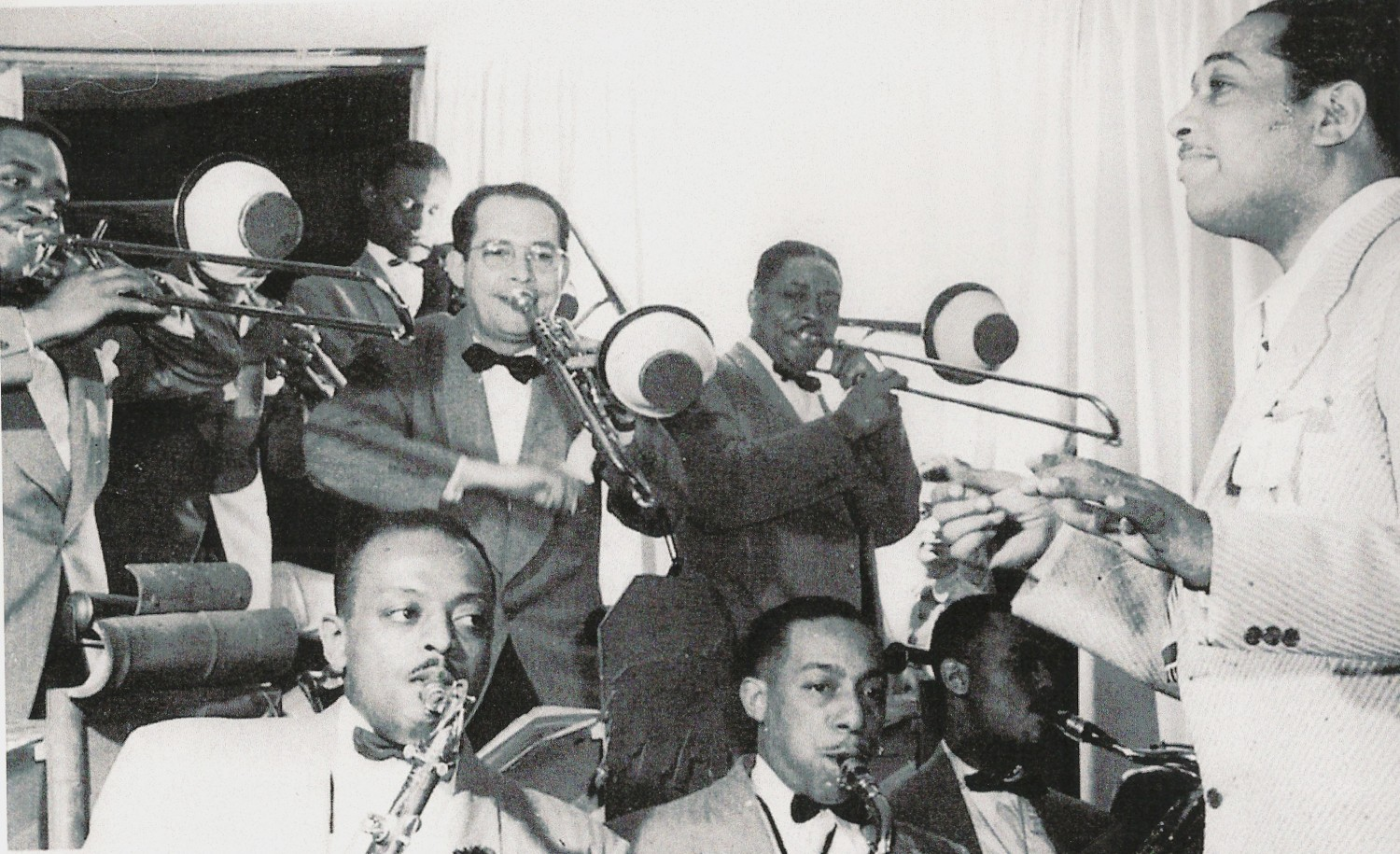 p. 196, Duke et une partie de son orchestre en 1943 : Joe Nanton, Juan Tizol, Sandy Williams (tb), Ben Webster, Johnny Hodges, Jimmy Hamilton (reeds), X, Coll. Claude Carrière