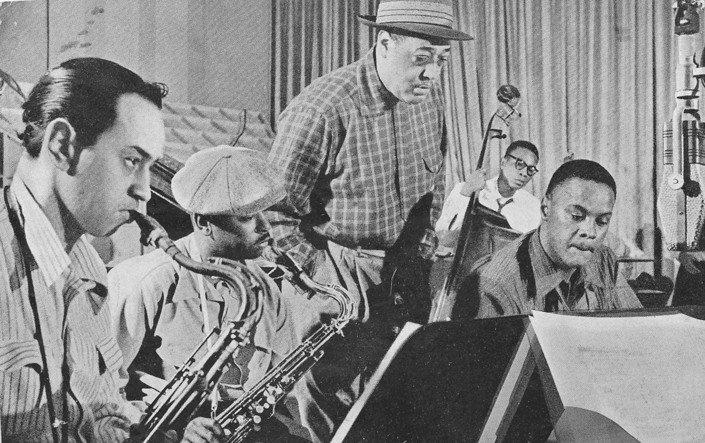 p. 207, Séance d'enregistrement pour Capitol, 1953: Paul Gonsalves, Jimmy Hamilton, Duke, Wendell Marshall, Rick Henderson, X, Coll. Claude Carrière