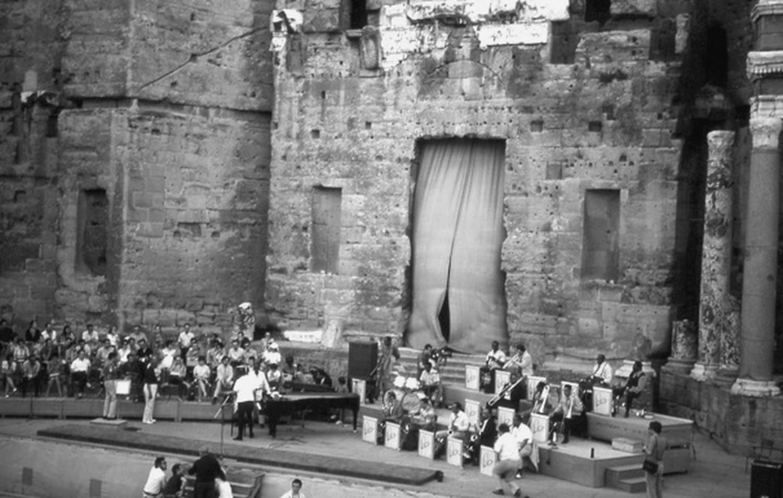p. 305, Répétition du Concert de Musique Sacrée au Théâtre Antique d'Orange, juillet 1970, Claude Carrière