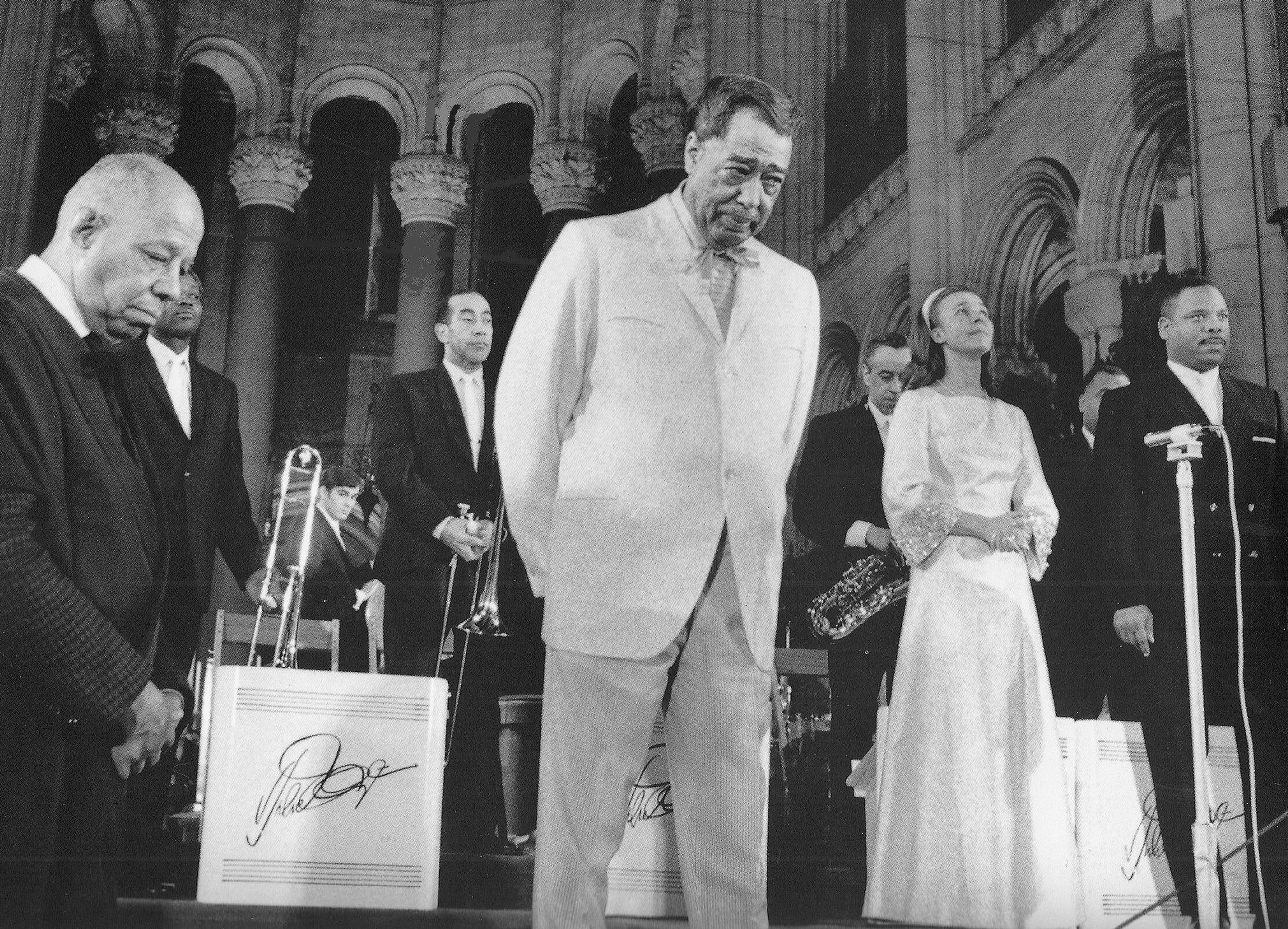 p.304, Deuxième Concert de Musique Sacrée: Tom Whaley, Lawrence Brown, Duke, Alice Babs et Jimmy McPhail, cathédrale St John The Divine, 19 janvier 1968, X, Coll. Claude Carrière
