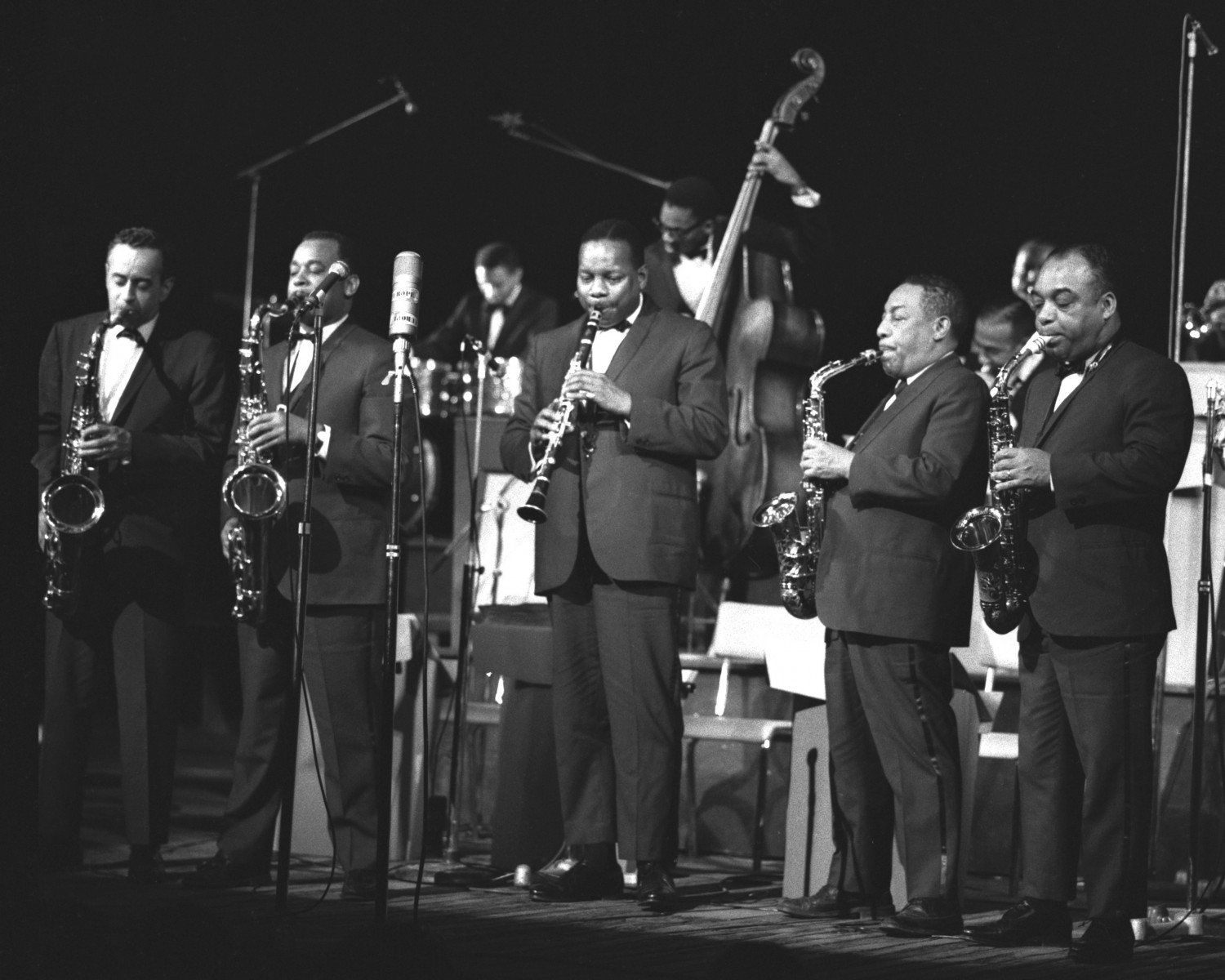 p. 360, LA section de saxophones : Paul Gonsalves, Jimmy Hamilton, Harry Carney (à la clarinette), Johnny Hodges, Russell Procope, 1965, X
