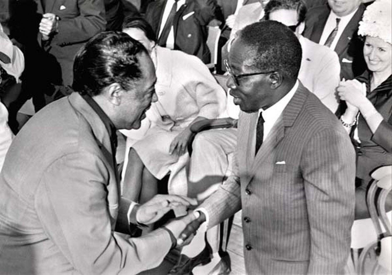 p. 365, Avec Léopold Senghor, Dakar, Ségal, avril 1966, X, Coll. Christian Bonnet